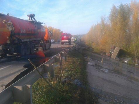 ВВолжском районе «КамАЗ» столкнулся савтоцистерной: пролился битум