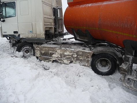 ВКинельском районе «Калина» врезалась в грузовой автомобиль