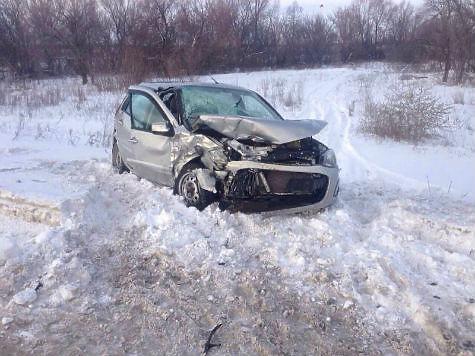 ВКинельском районе врезультате дорожно-траспортного происшествия погибли женщина иребенок