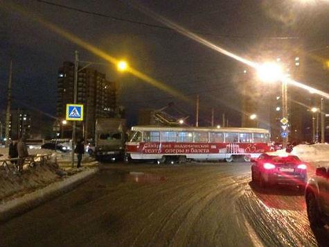 ВСамаре вДТП с«КамАЗом» пострадала пассажирка трамвая