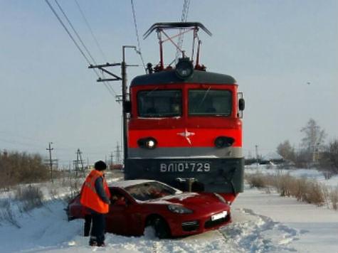 ВТольятти локомотив врезался в Порш за7,5 млн руб.