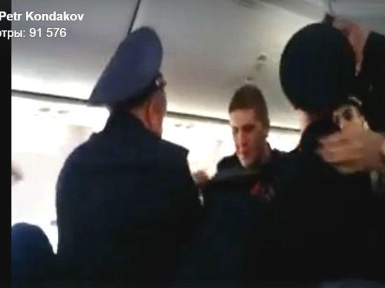 В Самаре полицейские разбираются в «длинноногом» скандале на борту самолета