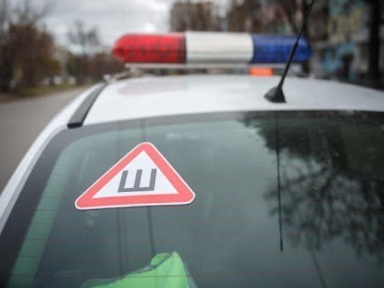Самарские полицейские помогли 16 иностранцам, замерзавшим в сломавшемся автобусе