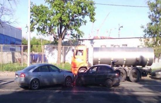 При «встречном» ДТП наулице Демократической пострадал один человек