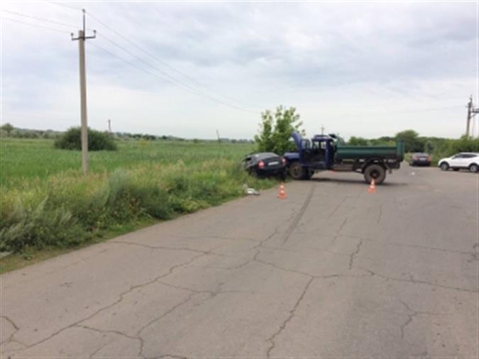 Трое детей пострадали в трагедии под Тольятти при столкновении фургона илегковушки