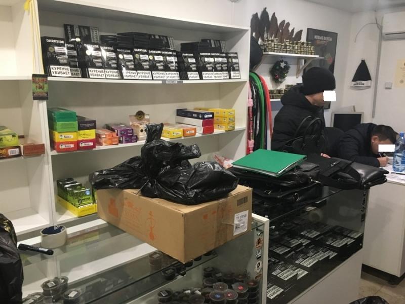 Полицейские изъяли вСамарской области неменее  142 000 пачек контрафактных сигарет