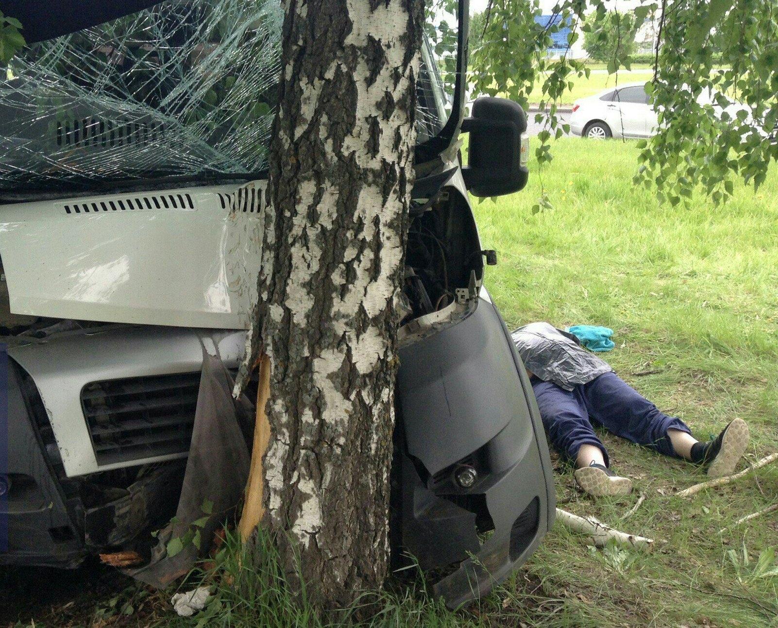 ВТольятти наЮжном шоссе умер шофёр маршрутного микроавтобуса «Fiat»