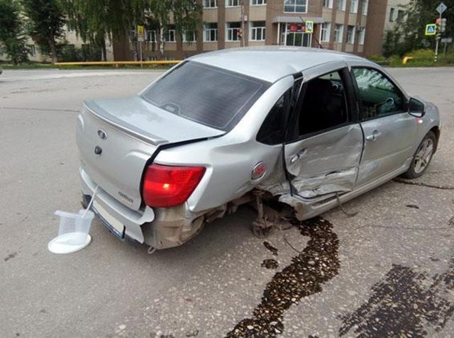 Две пассажирки пострадали встолкновении «Гранты» и«двенадцатой» вЖигулевске